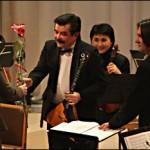 Балалайка Сергея Харланова не оставляет равнодушных. Фото Владимира Ларионова